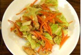 Лёгкий салат из пекинской капусты с куриным мясом