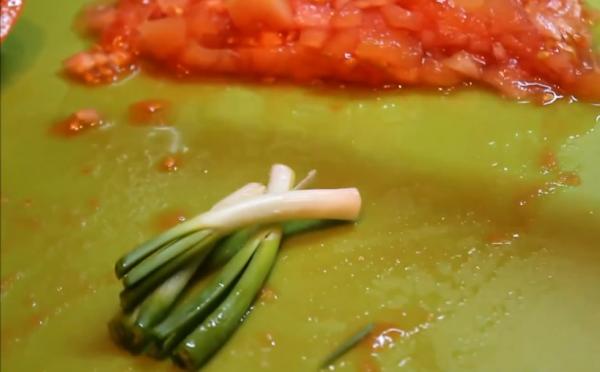 шинкуем зеленый лук