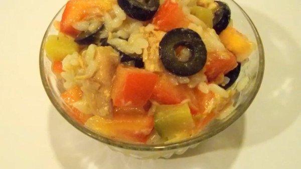 Салат с рисом и тунцом «Яркий»
