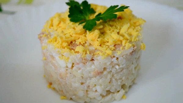 Салат рыбный с рисом