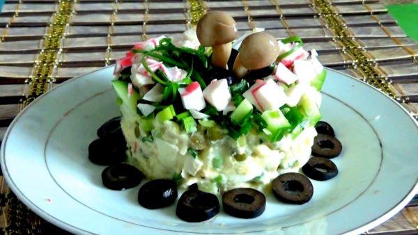 Салат с зеленым горошком и крабовыми палочками